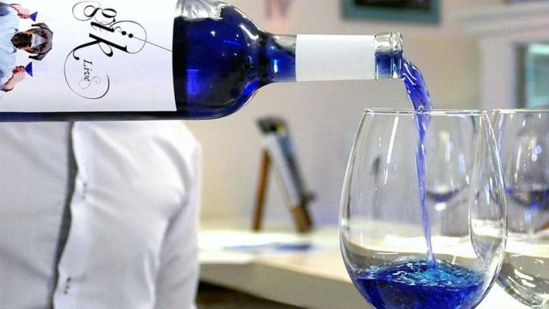 Появилось первое в мире синее вино!