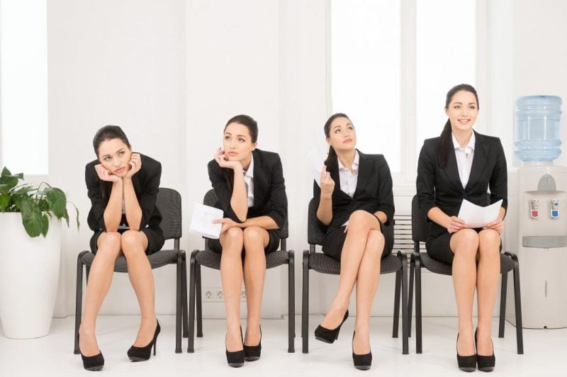 «Язык тела»: что скажет о вас поза, в которой вы сидите?