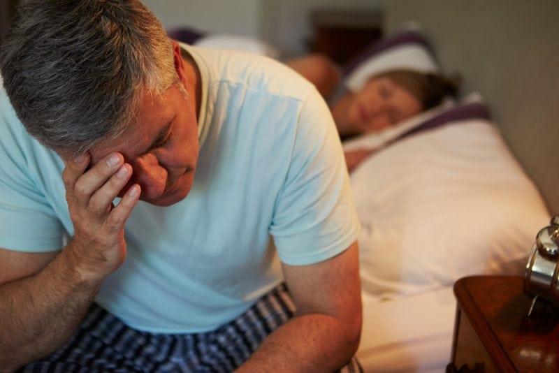 7 веских причин для того чтобы положить разрезанный лимон на тумбочку возле кровати