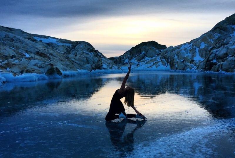 Девушка катается на коньках на высоте 5000 метров над уровнем моря! Это что-то невероятное!