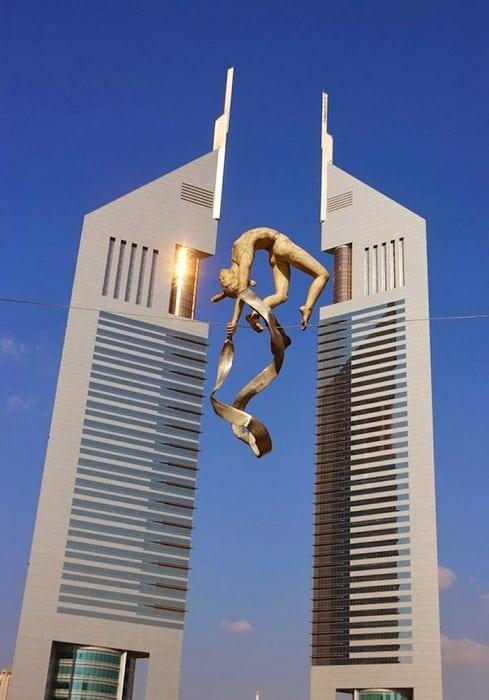 Нарушая все законы гравитации! 10 фотографий скульптур