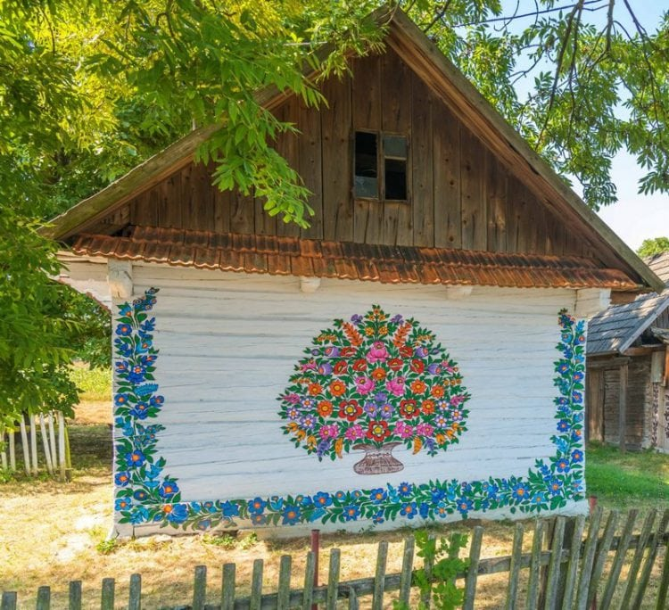 Красочная деревушка в Польше с расписными домиками