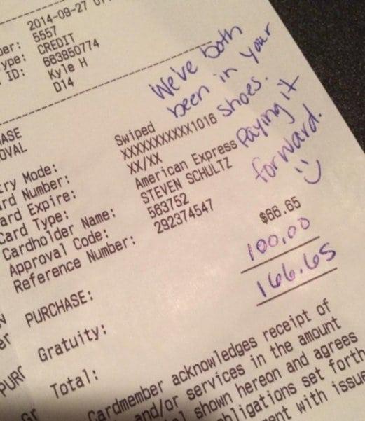 После ужасного обслуживания эта пара сделала то, что официант никак не ожидал!