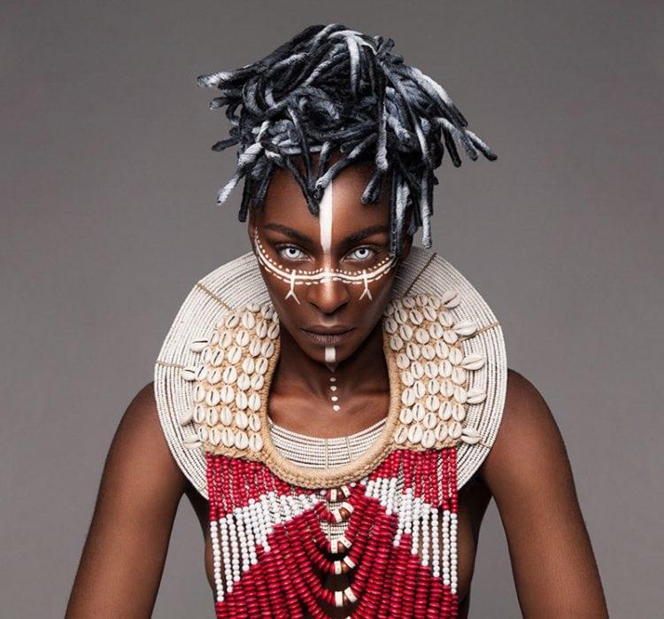 Потрясающие прически на африканских девушках! Впечатляющее буйство красок!