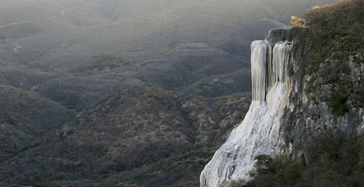 Семь самых удивительных и неправильных водопадов мира