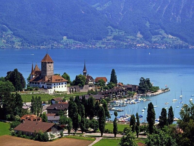 Швейцария - одна из самых чистых стран в мире! Вот с кого нужно брать пример!