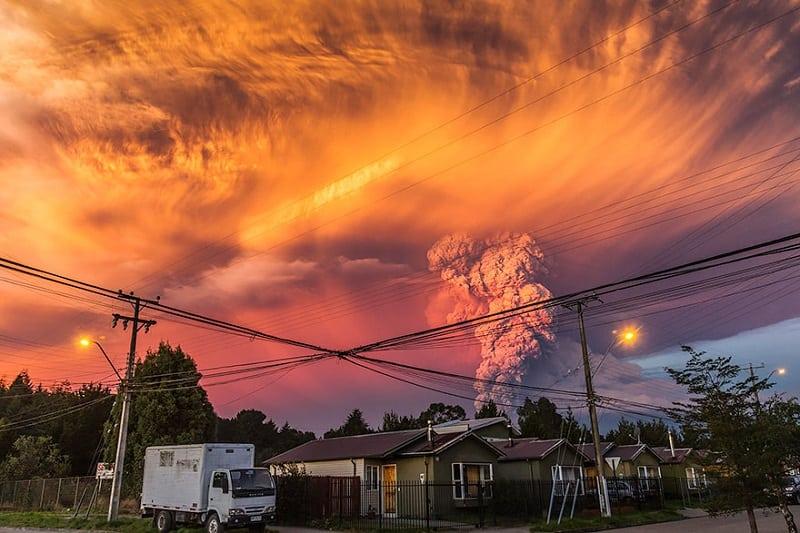 Страшно красиво! 16 фотографий проснувшегося вулкана