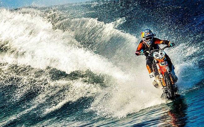 Сёрфинг на мотоцикле? Легко!