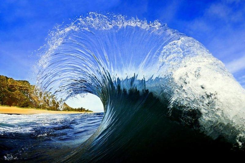 20 потрясающих фотографий величественных волн!