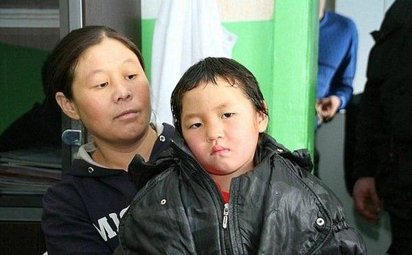 4-х летней малышке пришлось идти одной через тайгу чтобы позвать помощь. Вот это да!