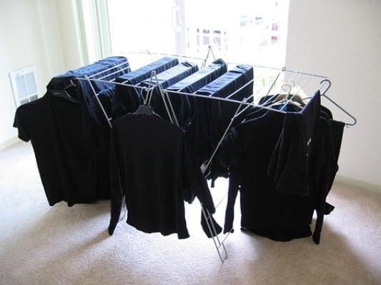7 лайфхаков, которые помогут вам постирать черные вещи!