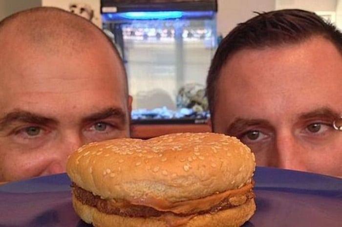 Бургер из МакДональдса пролежал 20 лет! Посмотрите, что с ним стало!