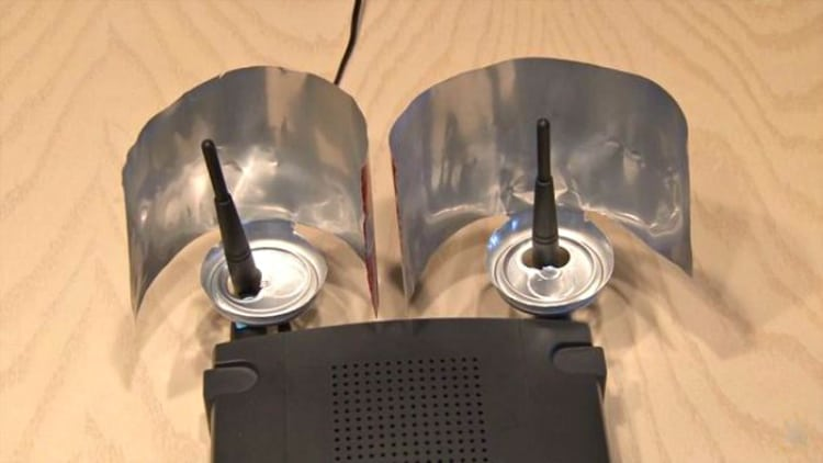 Если сигнал Wi-Fi в доме оставляет желать лучшего, воспользуйся способом улучшения роутера!