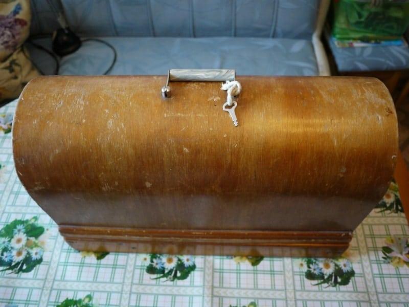 Если у вас осталась советская швейная машинка - не спешите выбрасывать. Их скупают антиквары!