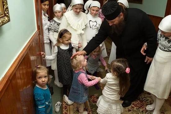 Настоятель мужского монастыря открыл детский приют. Человек с большим сердцем и широкой душой