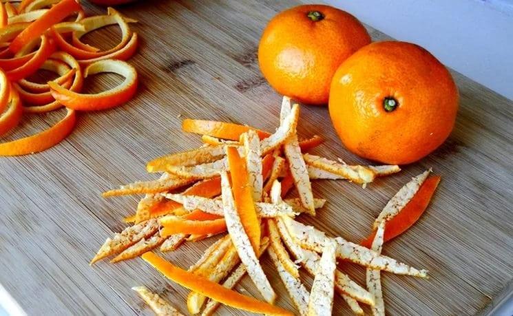 Не выкидывайте мандариновые корочки! Мы расскажем 5 полезных способов их применения!