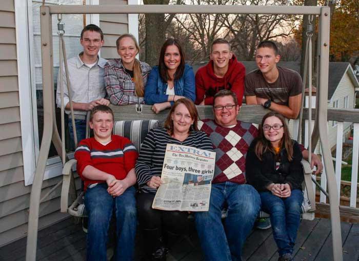 Отпраздновали свое 18-летие первые в мире семерняшки!
