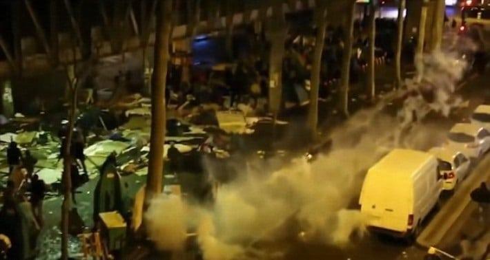 Париж не справляется с нашествием беженцев! Что стало с этим городом...