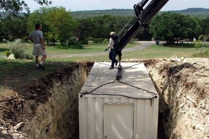 Соседи думали, что этот мужчина сошел с ума! Пока не увидели, что он построил...