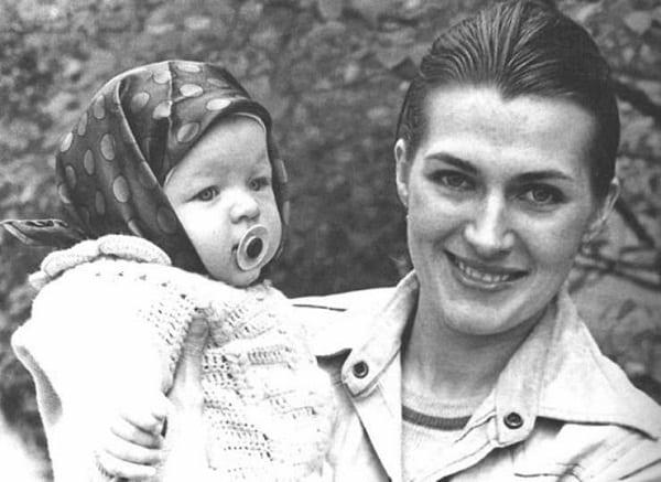 Советская актриса сделала из дочери звезду Голливуда! Догадались о ком речь?