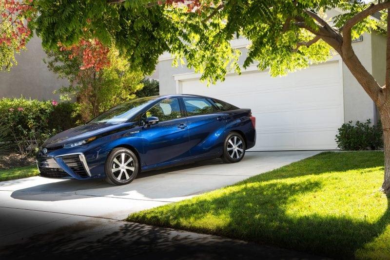 Японцы начали производство первого в мире автомобиля с водородным двигателем. Больше никакого бензина и вредных выхлопов!