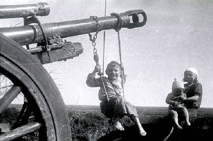 10 счастливых и одновременно грустных детей в послевоенное время