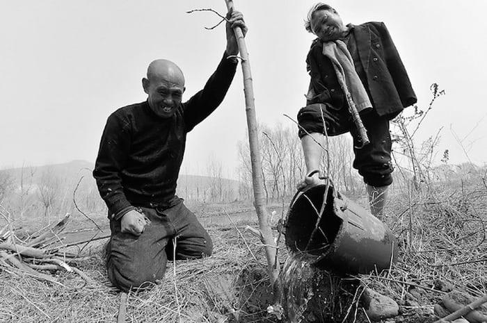 2 товарища слепой и безрукий посадили более 10 тысяч деревьев!