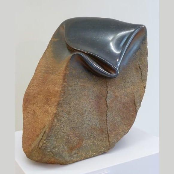 Этот человек научился мять камни!
