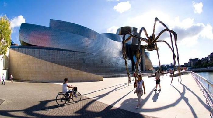 24 необычных и потрясающих здания от гений архитектуры Френка Гери