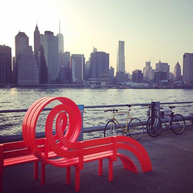 35 фотографий оригинальных и необычных скамеек