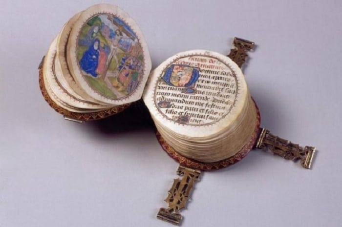 6 необычных книг Средневековья, которые считались предметом роскоши