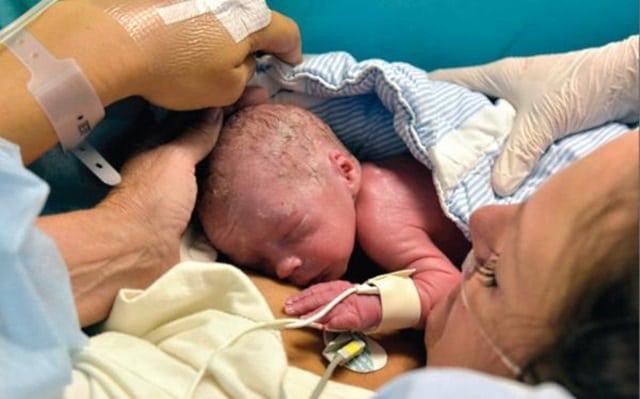 Чудеса медицины: Эта женщина первая в мире, кто родил ребенка ЭТИМ способом