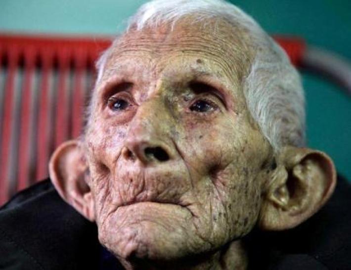 Дедушка умер в доме престарелых, а после себя оставил душевное стихотворение...