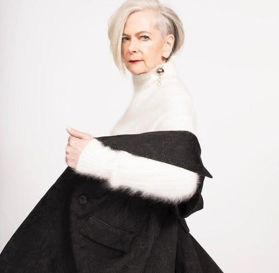 63-летняя модница покоряет мир. Она выглядит просто потрясающе!