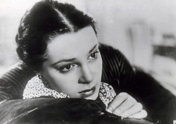 Народная артистка СССР Элина Быстрицкая: как сложилась судьба советской красавицы