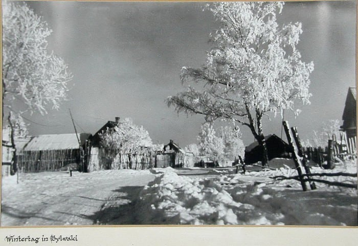 Немецкий солдат заснял на фотоаппарат жизнь советской деревушки