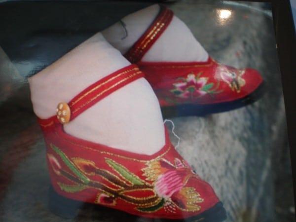 """Популярный китайский тренд """"лотосовые ножки"""". Как живут эти женщины сегодня?"""