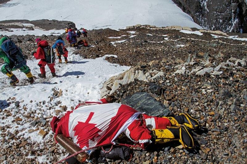Пугающие снимки с горы Эверест, которые взбудоражили весь Интернет