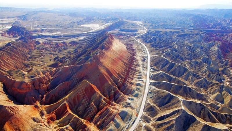 Самое привлекательное место: цветные скалы в Китае