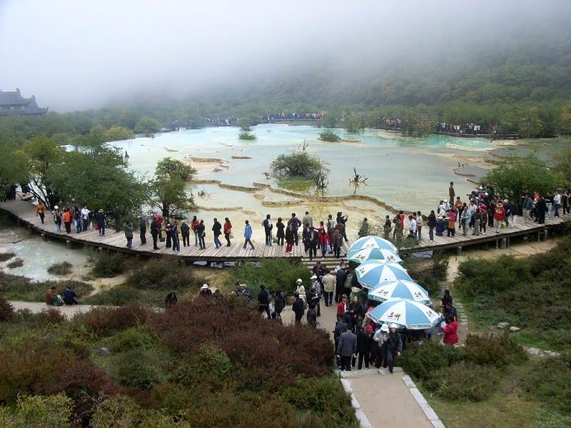 Живописное местечко в долине Хуанлун, Китай