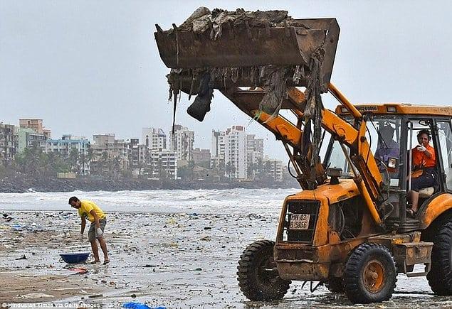 5000 тонн мусора вывезли волонтеры с пляжа в Индии