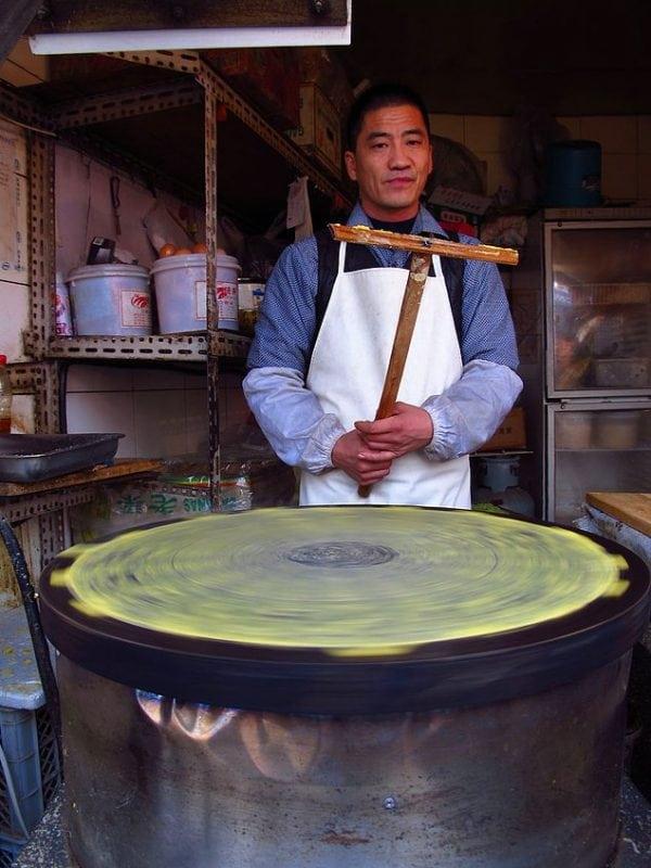 Как выглядят торговцы едой в разных странах - уникальный проект фотографа