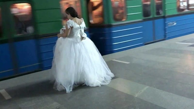 Когда она узнала об измене жениха, то сбежала из под венца и очутилась в метро...