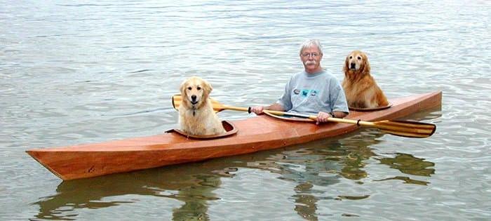 Мужчина сконструировал байдарку, чтобы путешествовать вместе с собаками