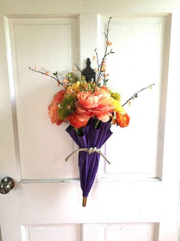 Потрясающие цветочные композиции из зонтов. Очень оригинально!