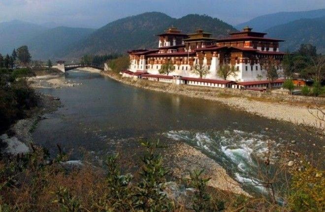 Самые счастливые люди живут в Бутане, потому что у них есть Министерство Счастья