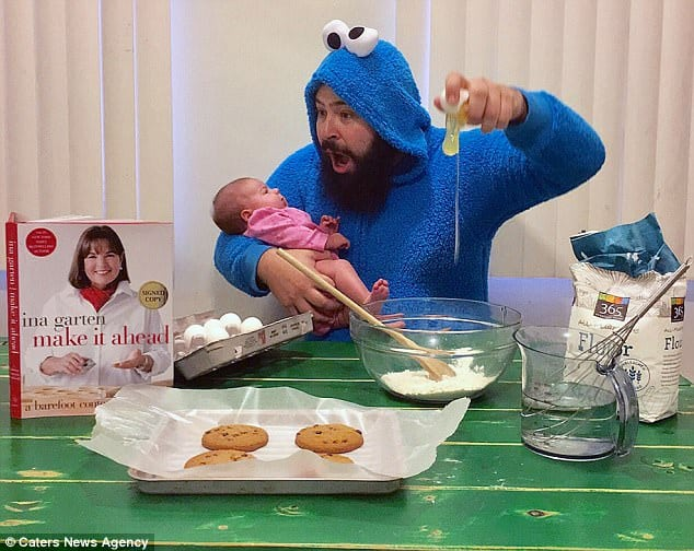 Смешные фотографии папы и его 9-месяной дочери взорвали Интернет