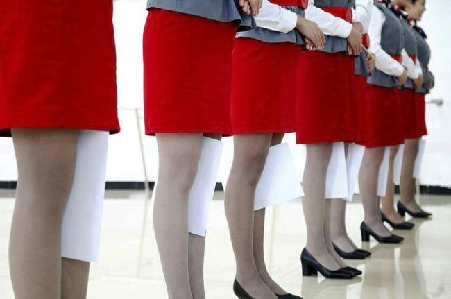 Стюардесс в Китае готовят как солдат в армии. Вот это сервис!