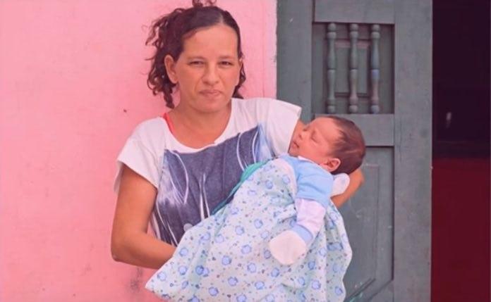 У этой женщины 13 сыновей и она не остановиться пока не родит дочку!