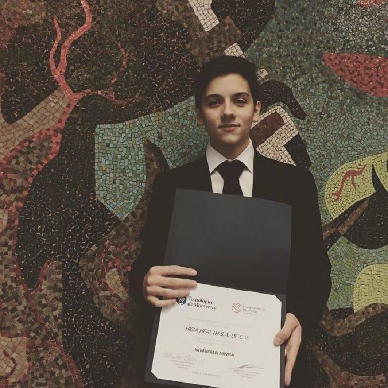 В 13 лет он готовился пережить смерть матери, а к 18 он сделал гениальное открытие в диагностике рака